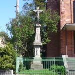 První kamenný kříž u kaple sv. Václava